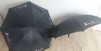 Für das Peiner Schuhhaus Hundt haben wir Regenschirme mit Aufdruck erstellt.